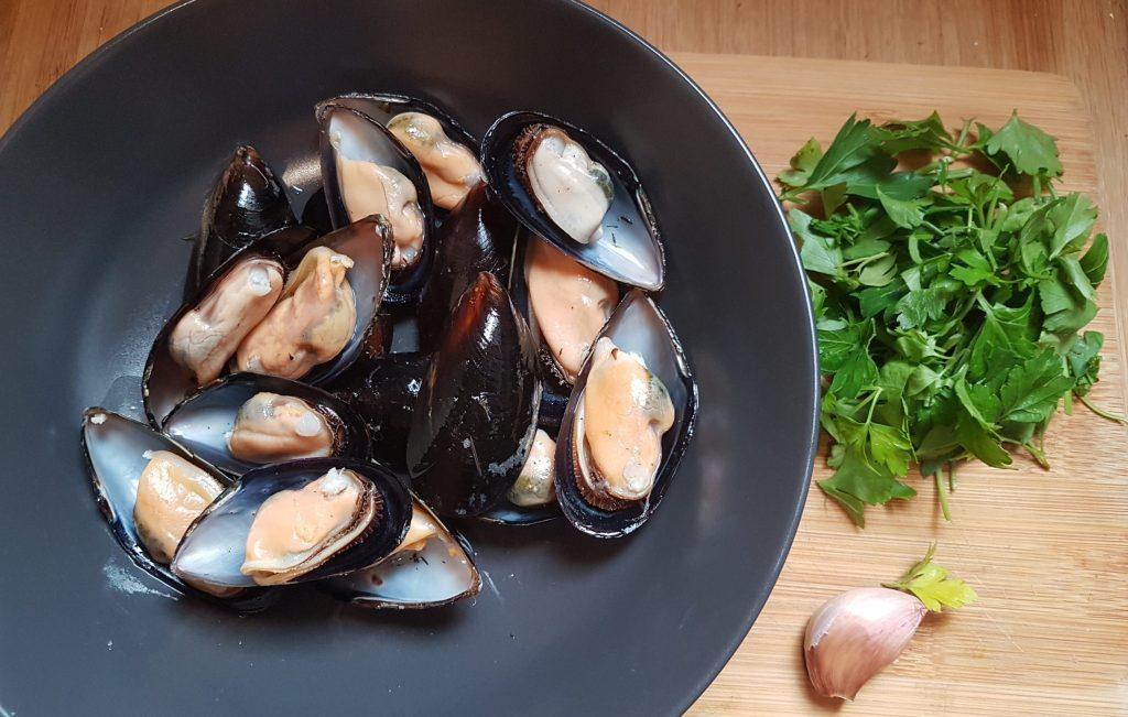 ingredintes para pasta-con-mejillones-al-vino-blanco
