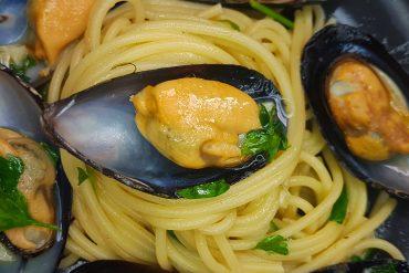 pasta-con-mejillones-al-vino-blancon-receta-el-mejiterráneo