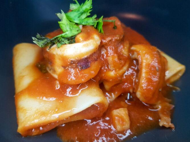 paccheri al sugo di calamari receta el mexiterráneo